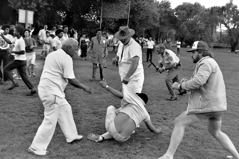 South Africa, Boksburg. 1989. A clash broke out between coloured residents of Reiger Park and right-wing groups when the Reiger Park residents tried to picnic at the traditionally whites-only Boksburg dam.